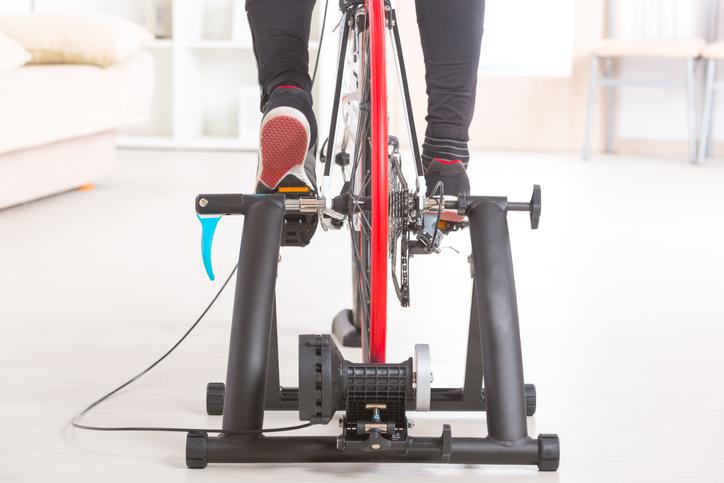Rutina de spinning para adelgazar en casa: calzado