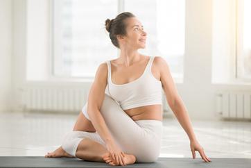 Cómo estirar la espalda correctamente: Torsión espinal asentada
