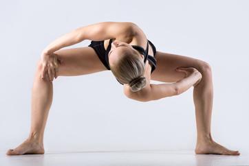 Cómo estirar la espalda correctamente: Estiramiento en sentadilla