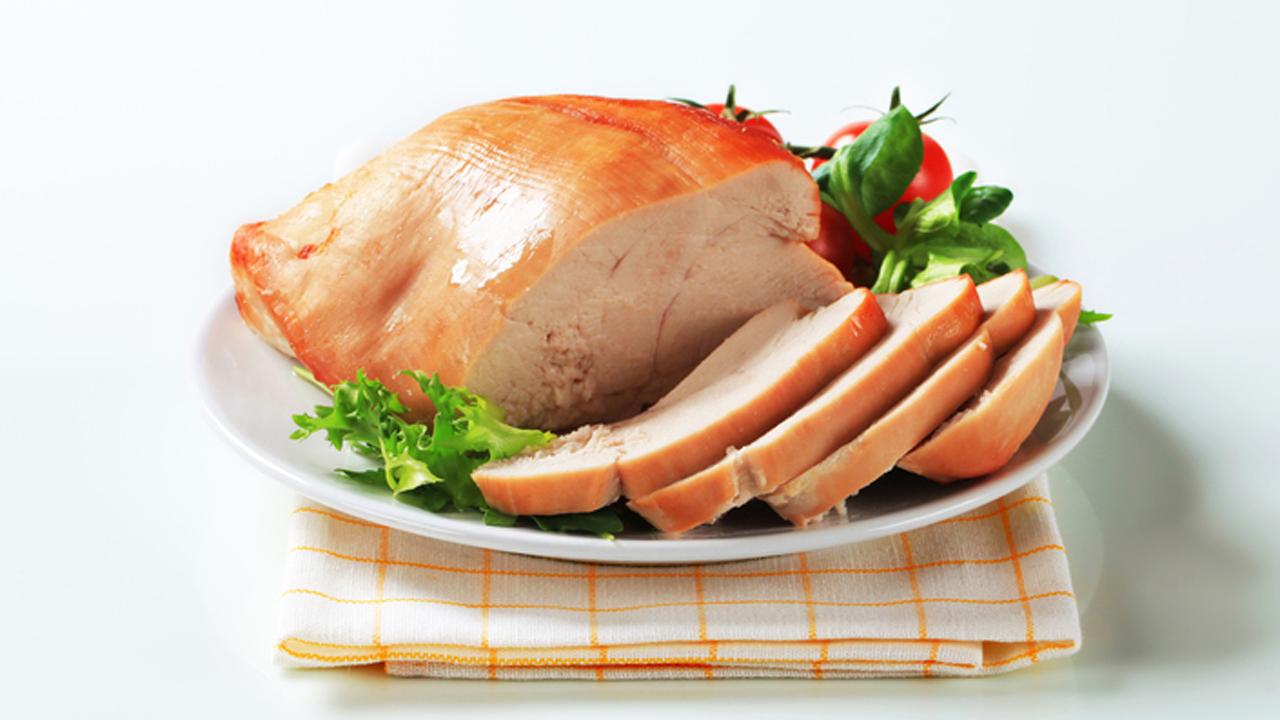 cuantos gramos de proteina tiene 100 gramos de pechuga de pollo