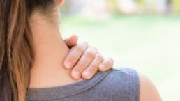 Automasaje cervical de cuello, hombros y trapecio