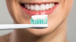 Como lavarse los dientes correctamente paso a paso