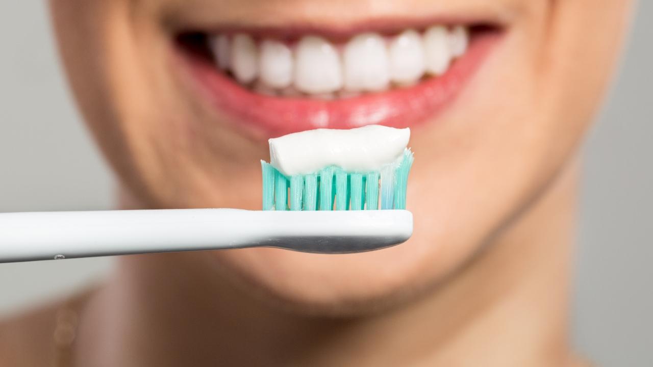 cuantas veces por dia hay que lavarse los dientes
