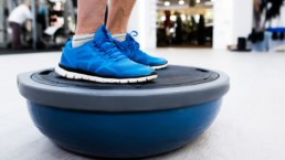 Tabla de ejercicios con bosu, tonificacion y equilibrio