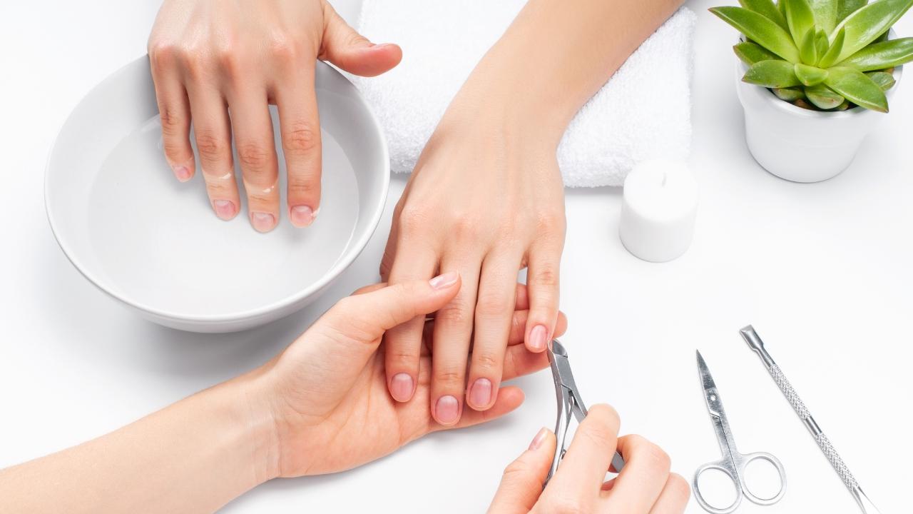 Consecuencias de la manicura permanente para tus uñas | AXA