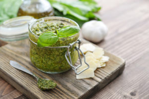 5 recetas sencillas de salsas saludables para acompañar. Pesto