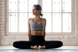 Ejercicios para estirar y fortalecer los flexores de la cadera. Mariposa