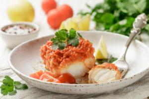 Recetas fáciles y saludables para niños merluza con tomate.