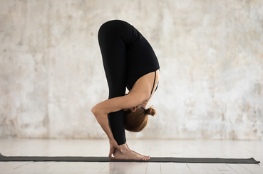 Ejercicios de elongación muscular: isquiotibiales. Bajar el tronco