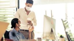 Hablar sin mascarilla, la mayor vía de contagio para el COVID-19