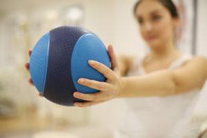 Los mejores ejercicios para fortalecer las manos. Con pelota