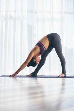 Yoga Iyengar para principiantes. Ardha Parsvottanasana