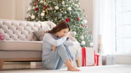 Mujer deprimida en Navidad