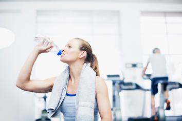 Cuánto tiempo se debe descansar entre series al entrenar. Agua