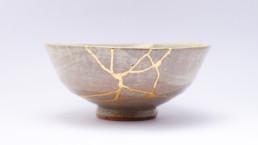 Cómo hacer Kintsugi, el arte japonés de reparar las cicatrices con oro