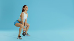 Rutina de ejercicios con kettlebells para mujeres